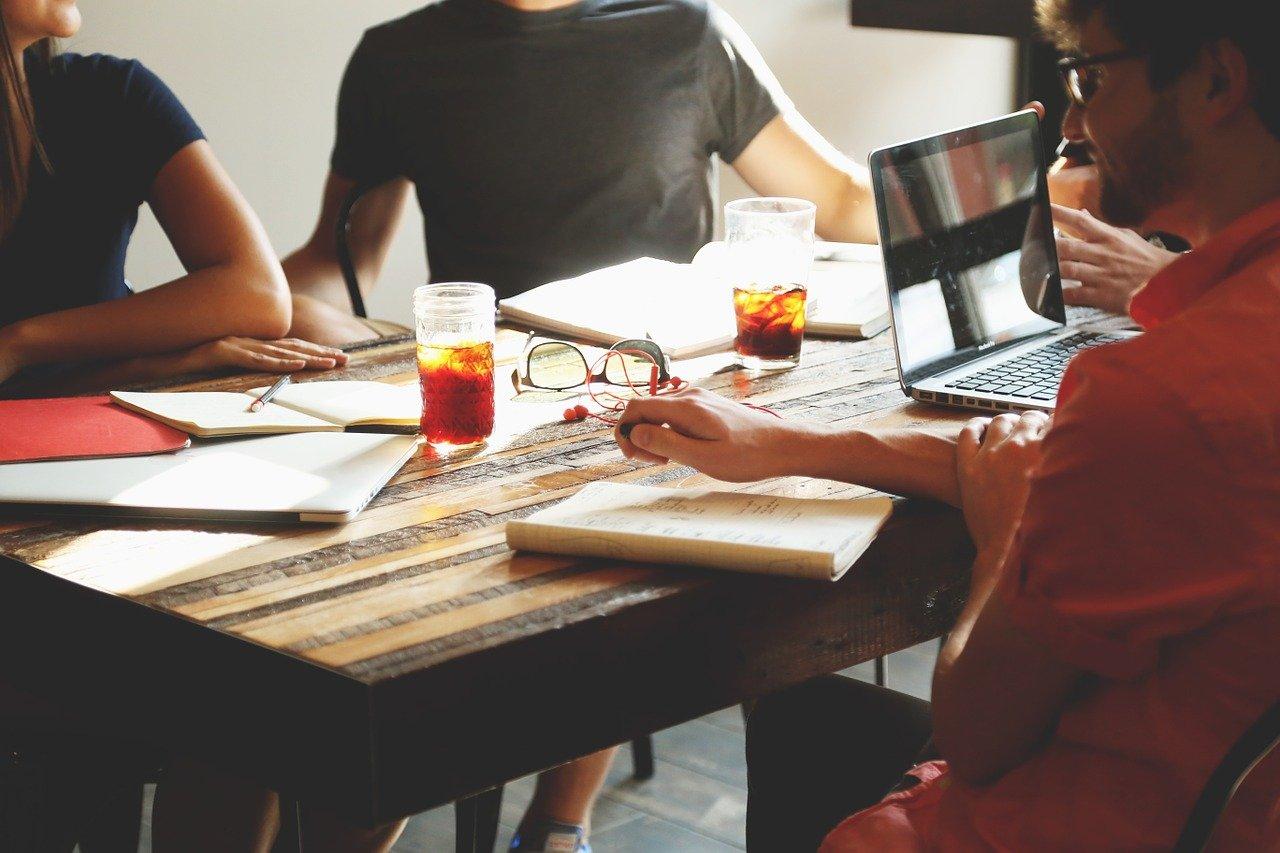 meeting, brainstorming, business-594091.jpg